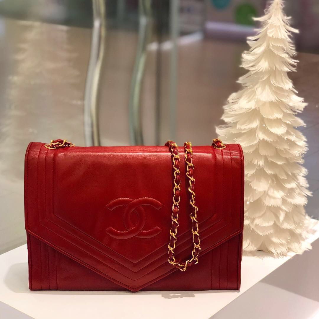 2678a62e33d261 ❌SOLD!❌ Beautiful Vintage Piece! Chanel Envelope Flap in Red ...