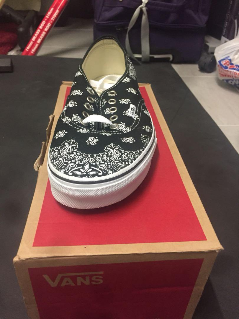 Vans: (bandana) Black/True white ( men's US size 10)