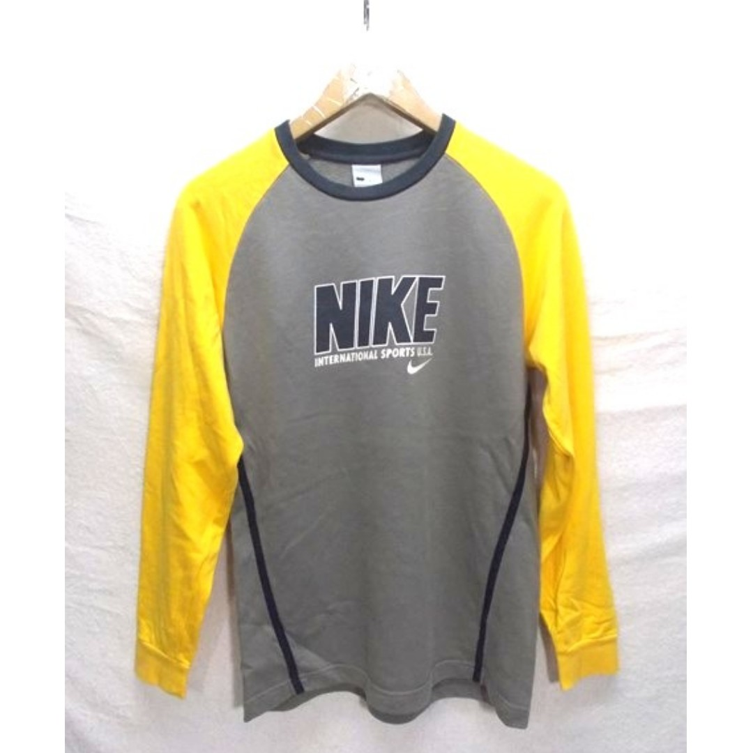 6e299c4a2 Vintage Nike Spell Out Big Logo Crewneck Sweatshirt, Men's Fashion,  Clothes, Tops on Carousell