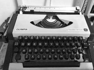 Portable, 1960s typewriter in perfect working condition