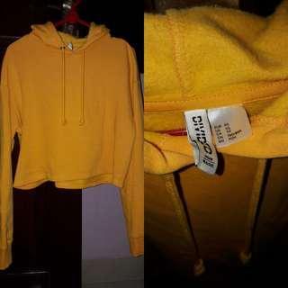 Hnm crop hoodie mustrad