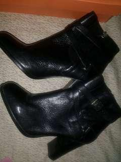 Original Massimo Dutti Leather Boots