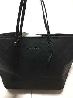 BNWT Women's black leather Handbag Tom and Eva