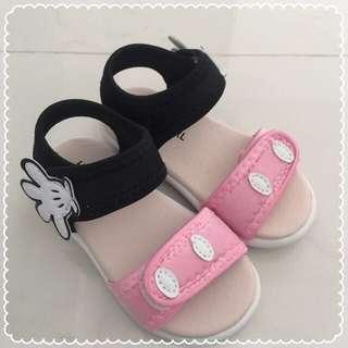 Children's shoes/sandals BN
