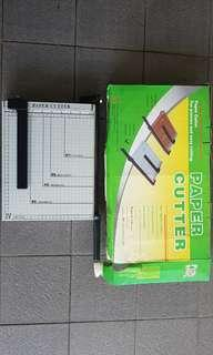 Paper cutter for home and office