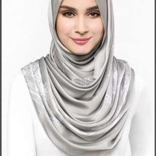 The Singapore dUCk Scarf in Grey
