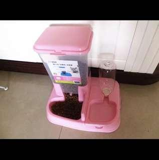 Cat food & water dispenser