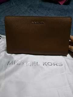 8eb4a5c2b872 michael kors crossbody travel jet set | Bags & Wallets | Carousell ...