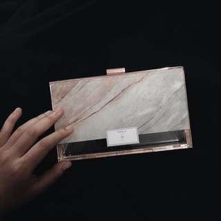 🚚 Diana pink marble perspex clutch