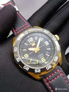 * FREE DELIVERY * Made In Japan Brand New 100% Authentic Seiko 5 Sports Mens Automatic Watch Black Gold & Red Trims SRPB86J SRPB86