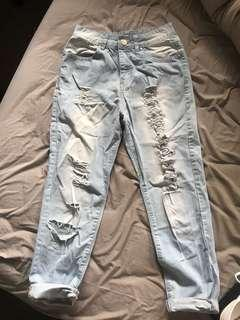 LIGHT WASH BOYFRIEND JEANS SIZE 7