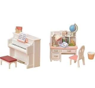 *In Stock* BN Sylvanian Families Calico Critters Epoch Bedroom Desk & Piano Set ~ White / Pink