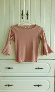 🚚 二手近全新喇吧袖短版粉色上衣