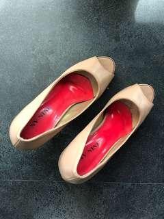 Open toe shoes warna coklat krem (model jiplakannya Loubot*n) nonlabel