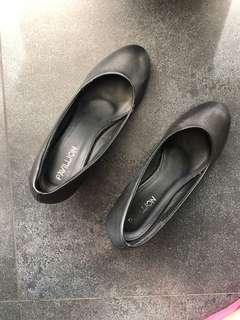 Pavillion Shoes - Wedges warna hitam size 37