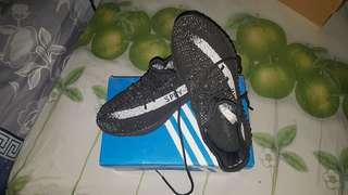 Yeezy V2 Black & White Premium Quality Nego !