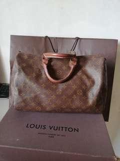 Vintage authentic Louis Vuitton monogram speedy35