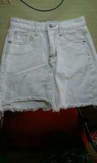 🚚 白色不規則短裙