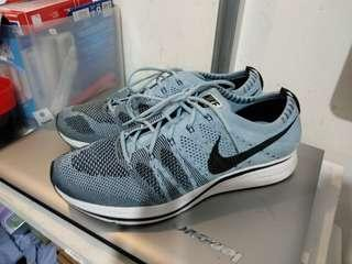 Nike flyknit trainner US 9 ( trade in Sheung wan MTR station only )