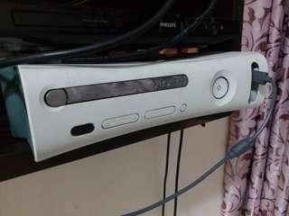 xbox 360 送手製,變電裝置+ 大量遊戲(但不能上網和入光碟)