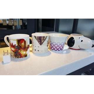 造型馬克杯+史努比杯 (插頭為比例尺非販售品) 公司招待客人用,狀況良好。史努比杯口有敲到掉漆,臉部有內裂痕,