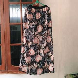 H&M Flower Slit Skirt