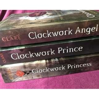 The Infernal Devices (Cassandra Clare Book Series)