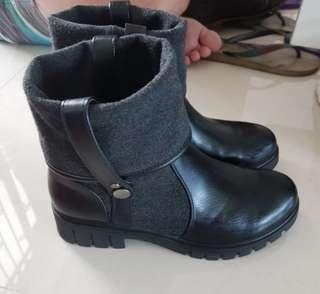 Betsy Black Boots