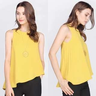 Fayth Avenue Pleated Top in Buttercup