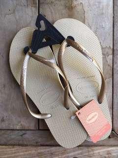 Havaianas SLIM Flip-Flops (Light Golden)