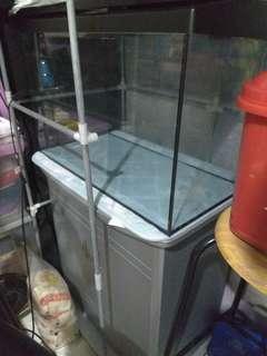 Fishtank + cabinet