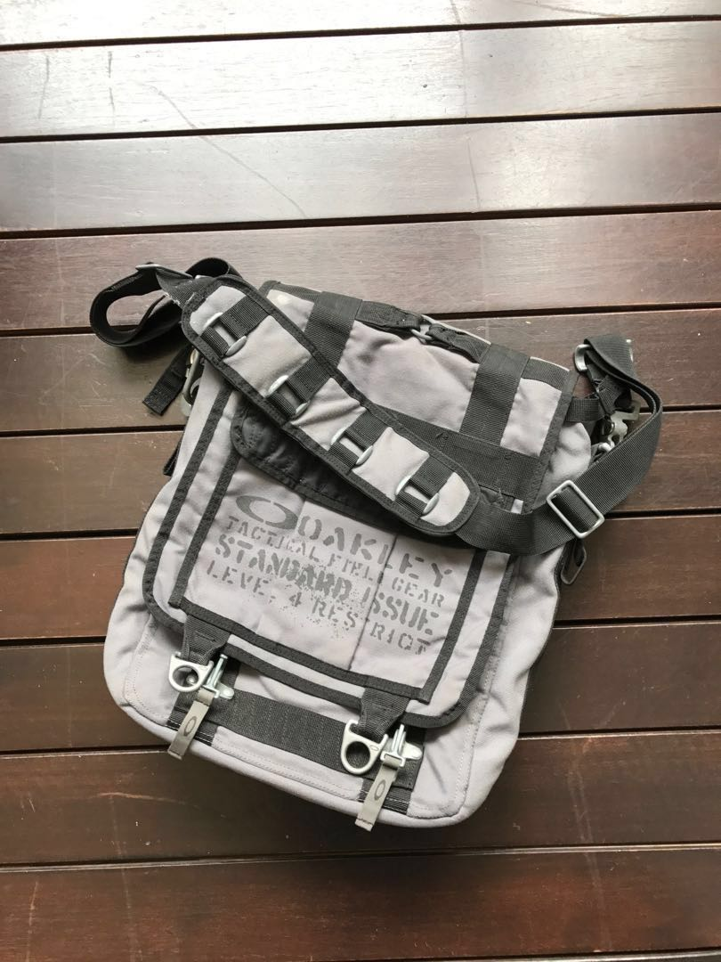 986495b6ea Original Oakley bag