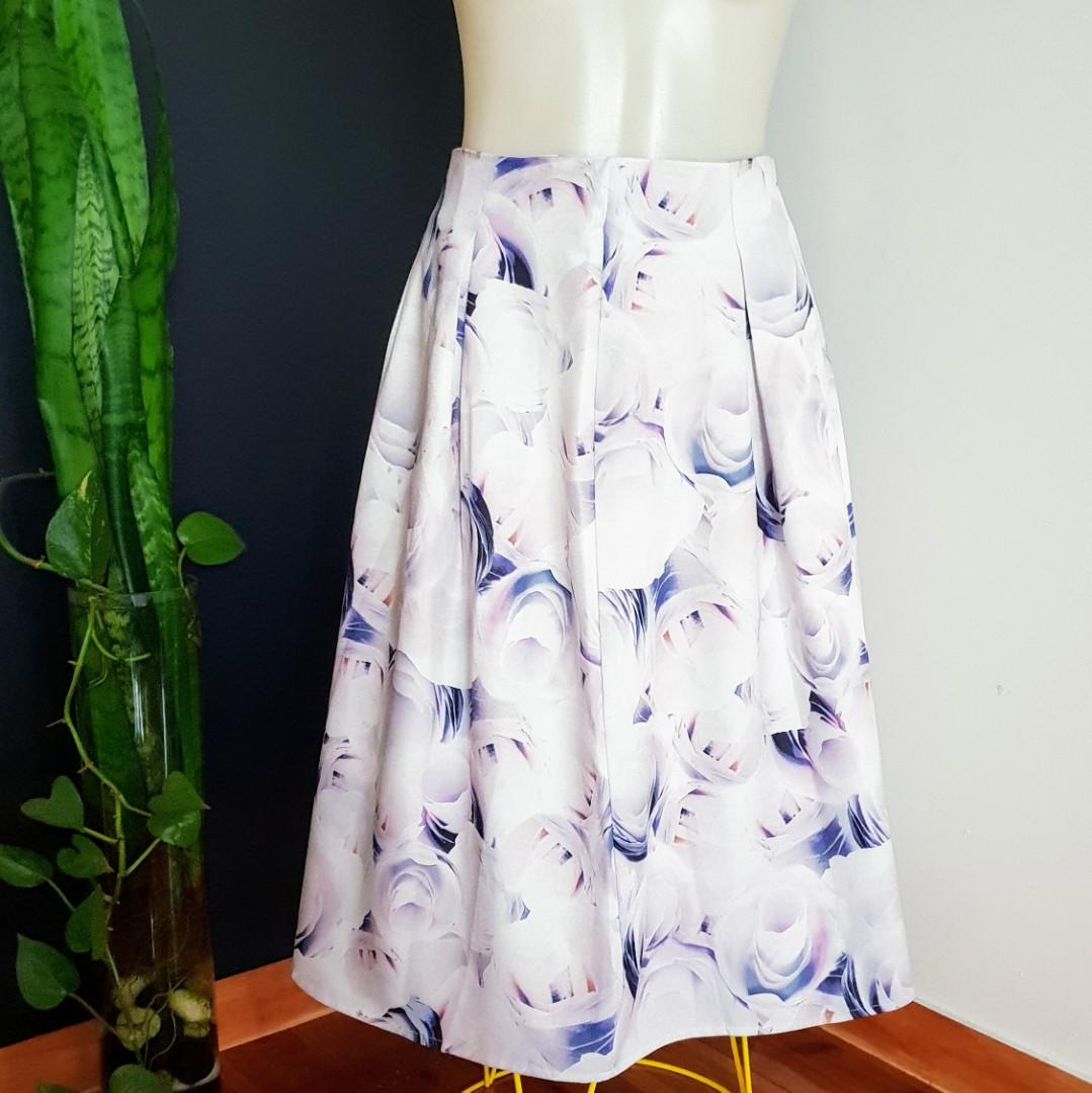 Women's size 8 absolutely Stunning floral print midi skirt, lined - AS NEW