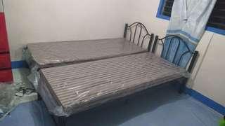 Single bed w/uratex foam