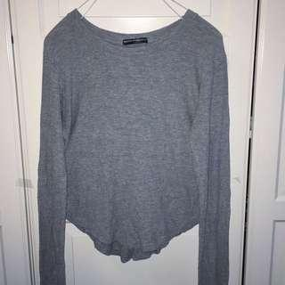 BRANDY MELVILLE LONG SLEEVE CROPPED GREY SHIRT