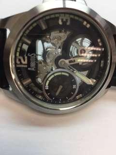 出售全新罕有難得,美國名品牌ARBUTUS 愛彼特鏤空雕花機械上鍊不鏽鋼男裝皮帶錶,瑞士機芯,可以細看機械運作,了解手錶運作,藝術品級數,50mm大裝三針錶,原裝皮帶,錶扣,時間正常,50米防水,