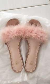 H&M flat sandal bulu warna peach