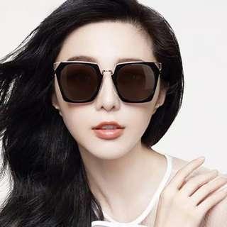 888 kacamata hitam