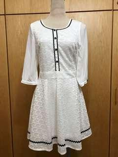 🚚 POONE白色蕾絲七分袖洋裝
