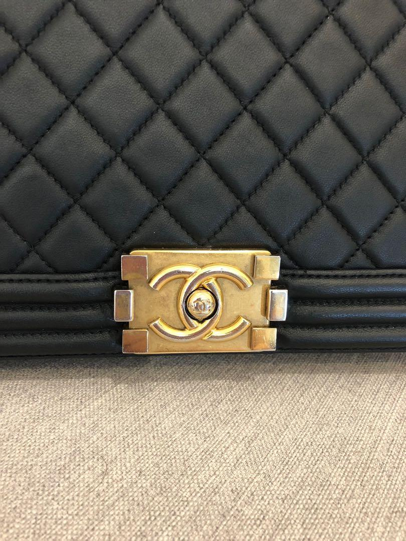 100% Authentic CHANEL black Lambskin quilted Le boy bag GHW