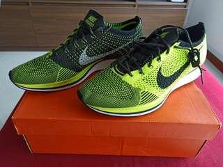 Nike flyknit racer volt sequoia black rare size 10