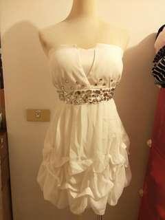 🚚 禮服伴娘服有賣(室內拍是黃光所以補實穿)