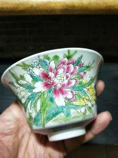 🚚 民國時期花鳥馬蹄形茶杯