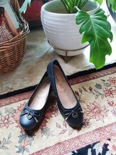Everbest black genuine leather pumps / flats