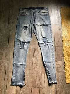 Ripped Ankle zipper jeans