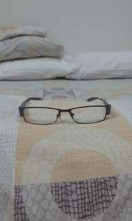 Eyeglasses with Nose Pads