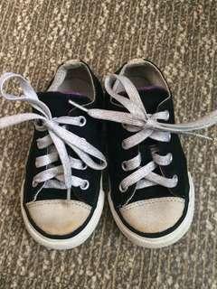 Converse shoes 7US