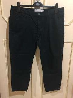 Giordano Cropped Khaki Pants in Black