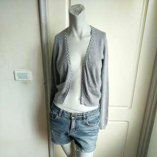 🚚 【年底暖暖價】H&M灰色鑲鑽羊毛混紡長袖針織罩衫外套-XS