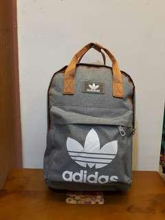 🚚 adidas灰色×古銅金復古後背包